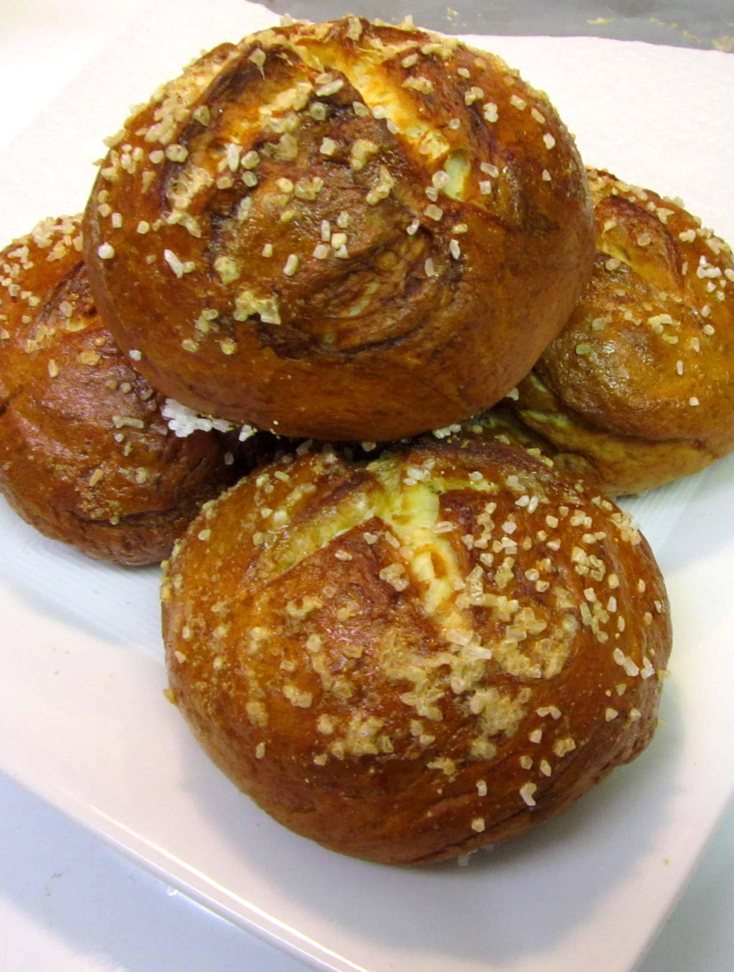 Pretzel Rolls | The Spiffy Cookie