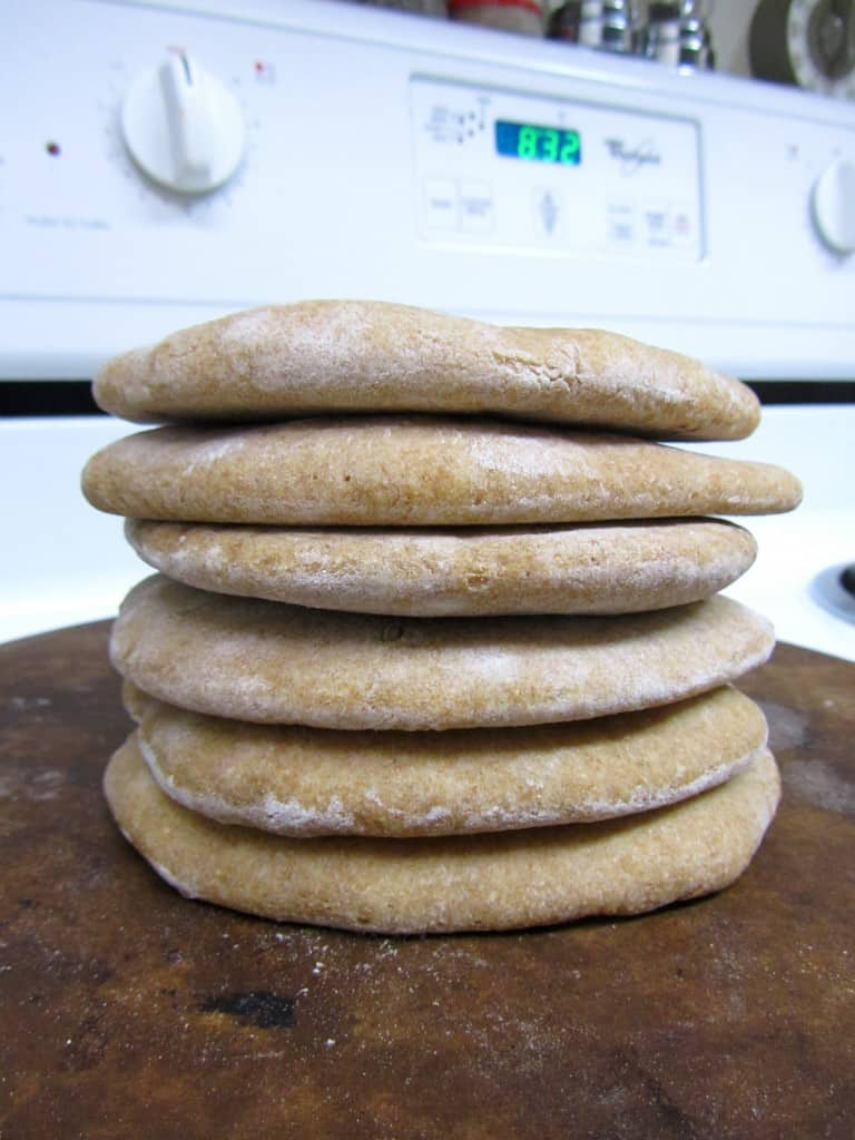 Homemade Whole Wheat Pita Bread | The Spiffy Cookie